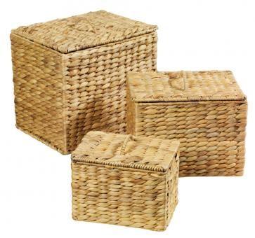 3er Set Aufbewahrungsbox mit Klappdeckel - Dekorative Aufbewahrungsboxen aus Wasserhyazinthe. Die Boxen haben einen Klappdeckel mit Griff und sind, dank eines Metallgestells, besonders stabil. Die Maß