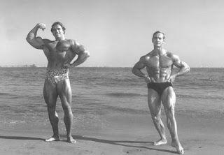 Le corps d'un bodybuilder à 40 et 80 ans [Bodybuilding insolite Photo Sport Vieux]