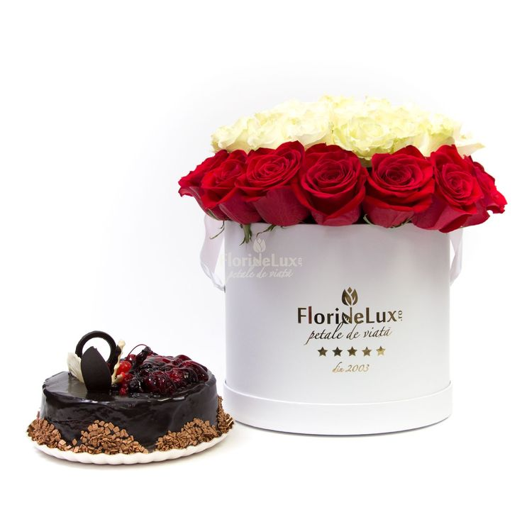 Cutie cu trandafiri si tort   FlorideLux.ro https://www.floridelux.ro/cutie-cu-trandafiri-si-tort.html