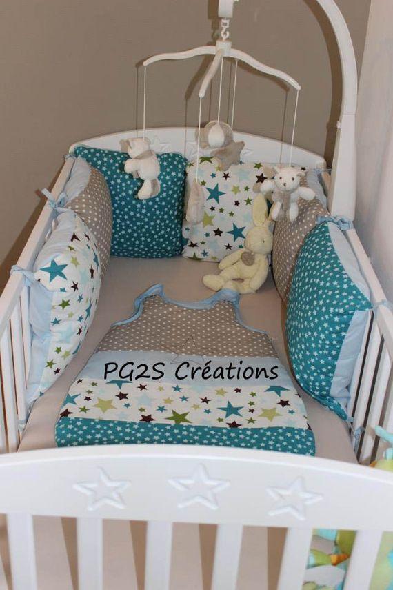 Tour de lit coussins étoiles turquoise et taupe : 90€ (coussins réutilisables)