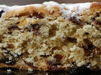 Drezdai kalács recept (Stollen): A téli hónapokban itt a püspökkenyér sütésének ideje. Az angolszász területeken nincs advent gyümölcskenyér nélkül. Német változata a stollen, története az 1400-as évekig nyúlik vissza. Több száz fajta stollent ismerünk, melyek titkos receptje apáról fiúra száll. Stollent általában Mindenszentekkor készítenek, és Karácsonyig hűvös helyen, becsomagolva tárolják. http://aprosef.hu/stollen