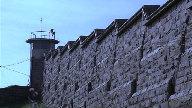 stone-wall-and-guard-tower-at-folsom-state-prison-folsom-california-video-id1406-19 (640×360)
