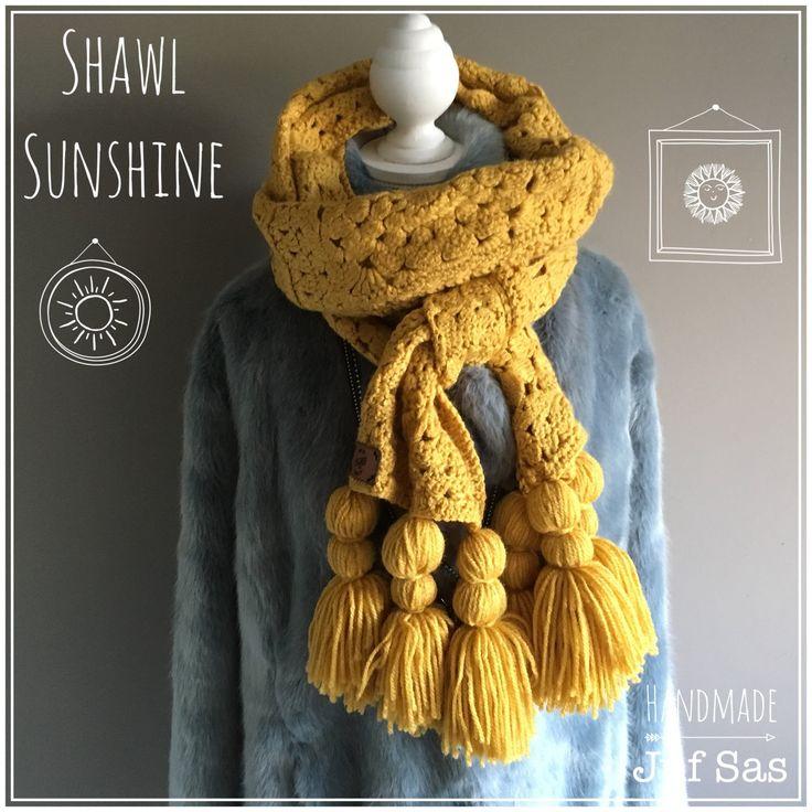 Shawl Sunshine handmade by juf Sas met gratis patroon #sunshine #shawl #gratispatroon #freepattern #jufsas #haken #crochet #hakeniship  #hakenisleuk #virka #häckeln #creatief #DIY #grannysquare #kwastjes #kwastje #tassel #okergeel #wol #royal #Zeeman #mooi #makkelijk #uitleg #handmade