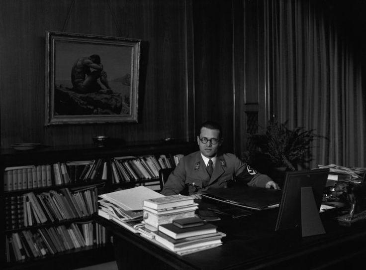 Bürokrat des Bösen:  Philipp Bouhler (1899-1945) war Reichsleiter der...