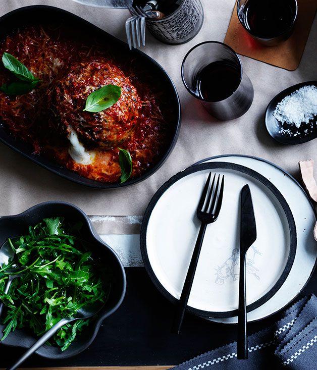Recipe for giant meatballs stuffed with mozzarella.