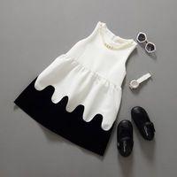 Детское платье девушки рукавов черные и белые платье жемчужное ожерелье младенческой малышей туту платье