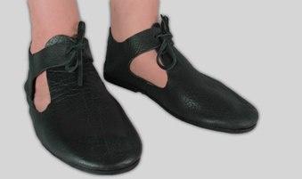17th century latchet shoes: 1600S