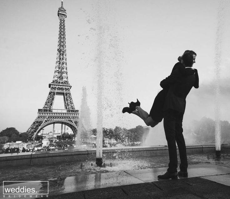 Paris her zaman iyi fikirdir! Evlilik teklifleri ve balayı için alternatif lokasyonların belki de en romantiği ve büyüleyicisi olan Paris, hemen her mevsim farklı keyifler yaşanabilecek mükemmel bir seçenek
