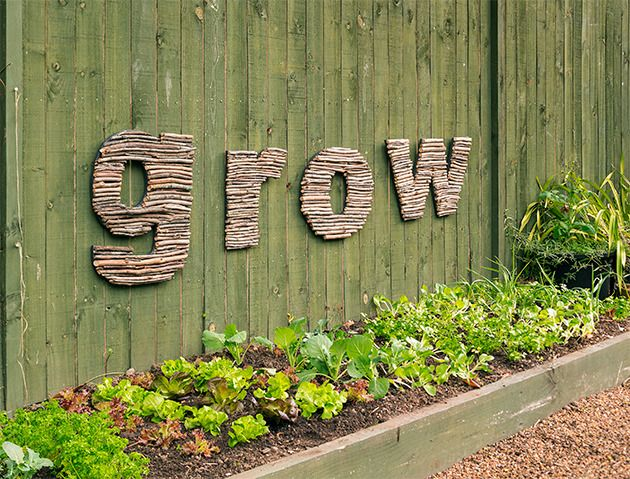 How to make stick letter outdoor art: Add character to your garden with this quirky, earthy outdoor artwork #diy #gardenart