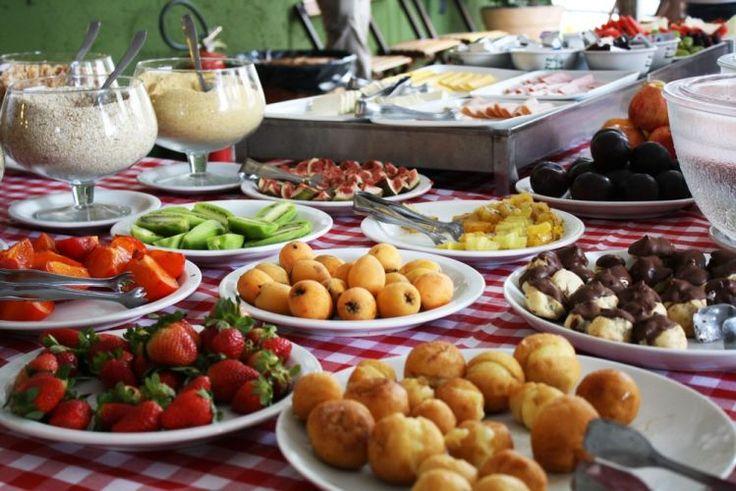 A designer de interiores Lilian Barbosa nos deu algumas dicas para saber como montar uma mesa de café da manhã. Veja imagens e inspire-se!