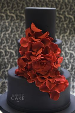 lush red flowers on a plain elegant charcoal grey #wedding cake- stunning grey cake with tiffany blue flowers and white band around the middle teir
