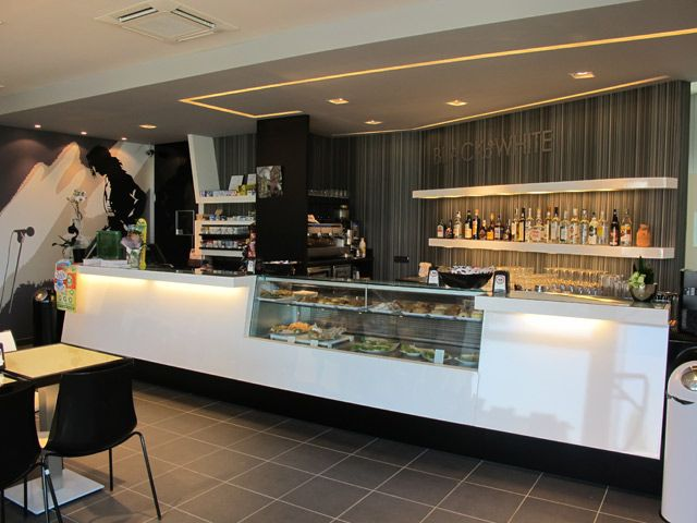 Contemporary cafe interior design and modern italian for Italian cafe interior design ideas