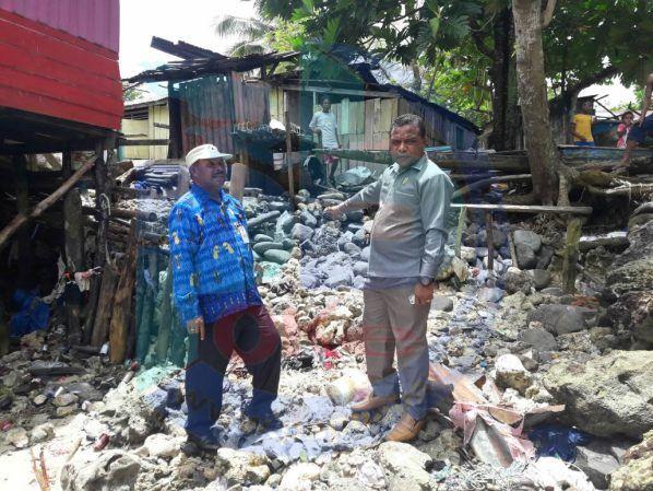 Angin Kencang dan Gelombang Pasang Hantam Puluhan Rumah Warga  Kompleks Biryosi