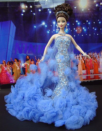 OOAK Barbie NiniMomo's Miss Virginia 2009 - Desde la costa este hacia el sur llega esta belleza romántica en un vestido de noche decadente inspirado por el diseñador Georges Chakra.