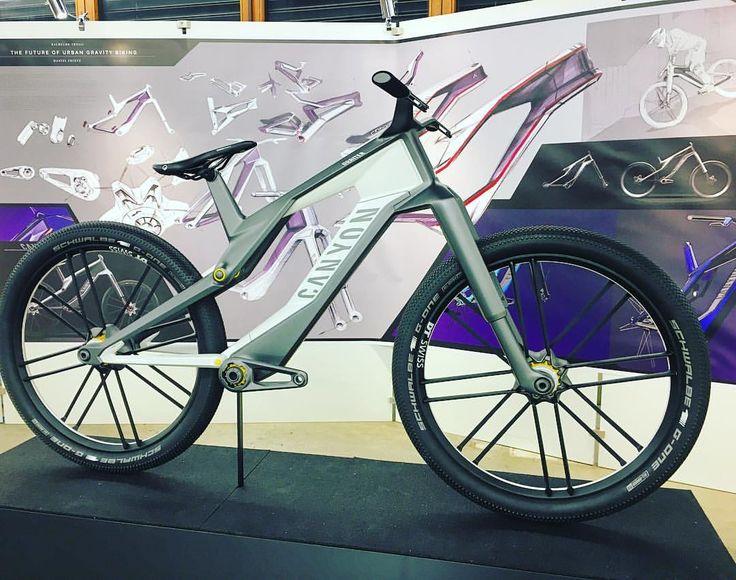 Daniel Frintz's urban gravity bike proposal for megacities at Hochschule Pforzheim.