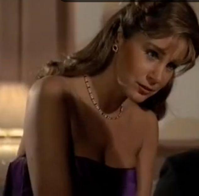 Claudia Blaisdel (Pamela Bellwood)