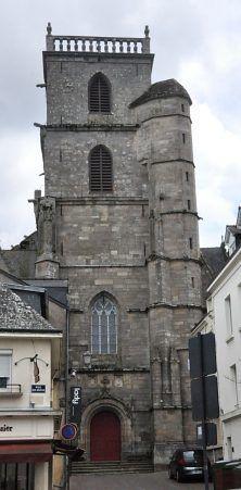 Ploërmel église St Armel Le bas de la tour ouest date du XVIe siècle