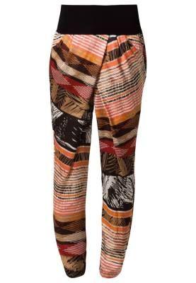 Anna Field Pantalón De Tela Orange El Mundo De Los Pantalones El mundo de los pantalones de mujer está lleno de sorpresas, desde los modelos más clásicos por su avivar de estilos inconformistas.