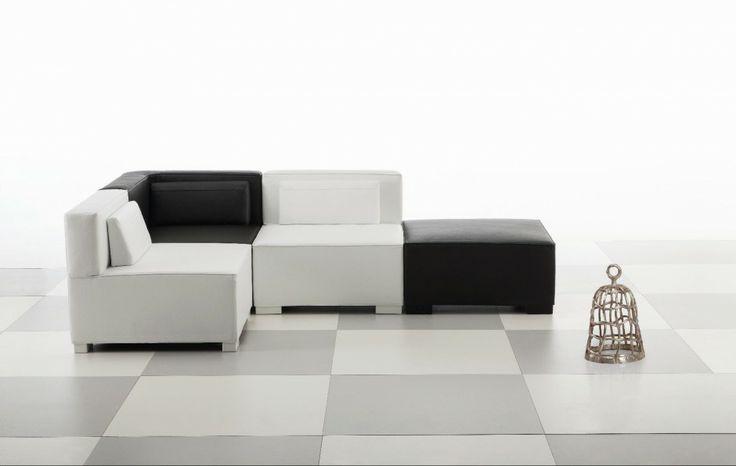 Biało-czarny geometryczny motyw modułowej sofy Chess. Fot. Brühl.
