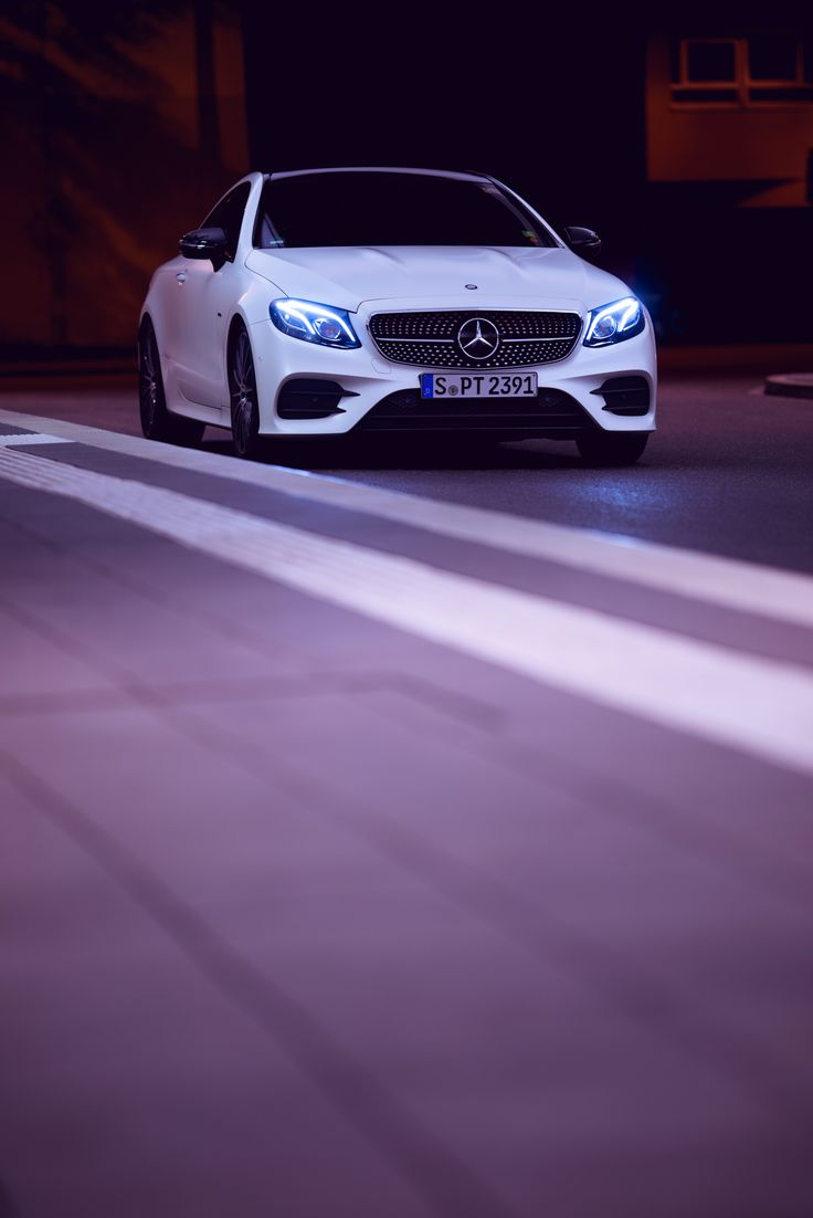Automotive personality with esprit: The Mercedes-Benz E-Class Coupé. Photo by Sven Klittich (svenzo.com) for #MBsocialcar