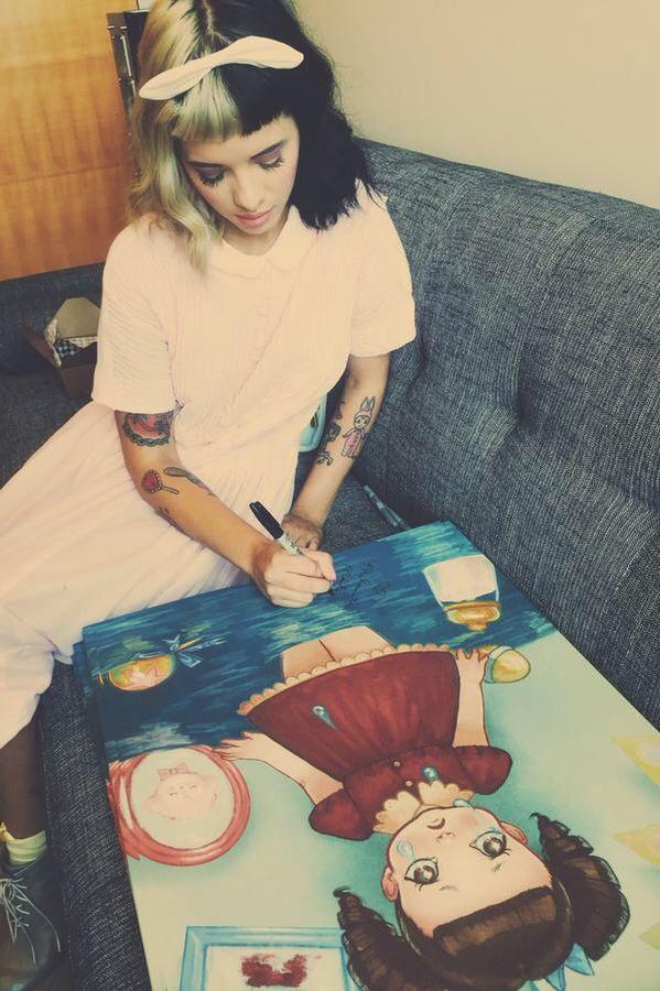 Melanie signing merch