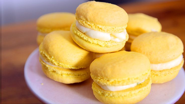 Zitronen-Macarons Rezept als Back-Video zum selber machen! Ganz einfach Schritt für Schritt erklärt!