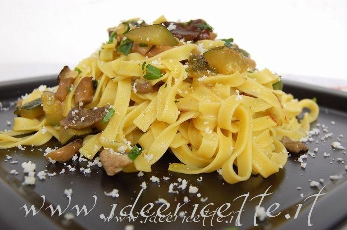 Ricetta Tagliatelle con funghi zucchine e pistilli di zafferano