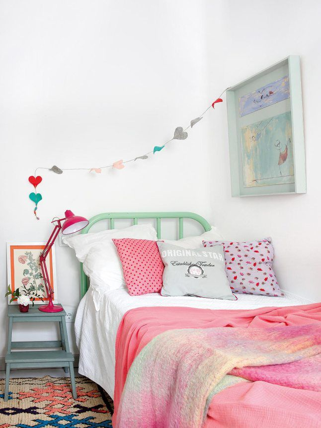 [A cozy and colorful bedroom style]
