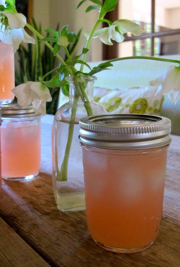 die besten 25 einmachglaslimonade ideen auf pinterest cocktails einmachglas fruchtige wodka. Black Bedroom Furniture Sets. Home Design Ideas