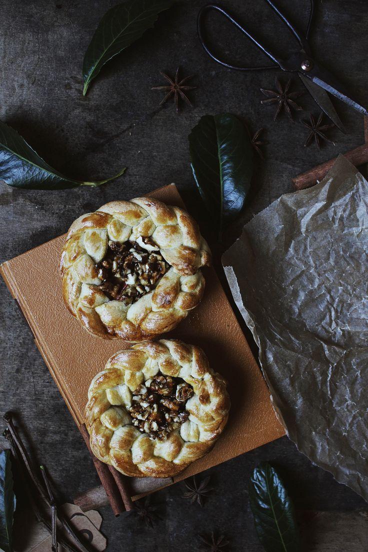 dark moody photography foodstyling, apple tarts with walnut filling, ninasbaking.blogg.no