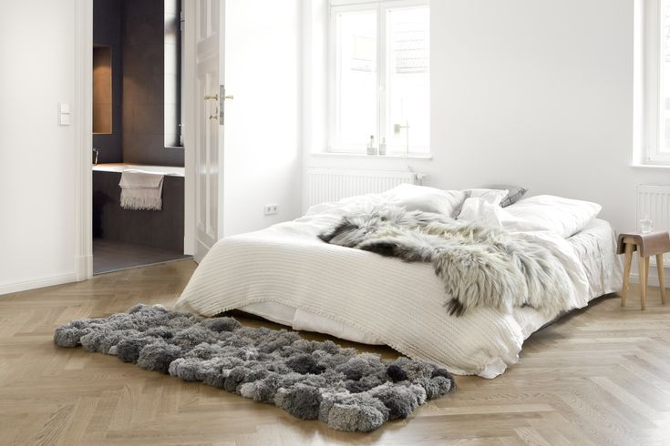 White, gray, natural woods. That's enough for a small space, and hallmark Studio Oink - via Jelanieblog