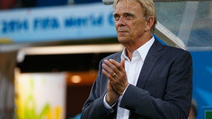 Head coach Volker Finke of Cameroon looks on