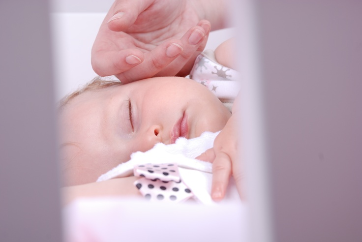 Sleepy angel - through the crib bars