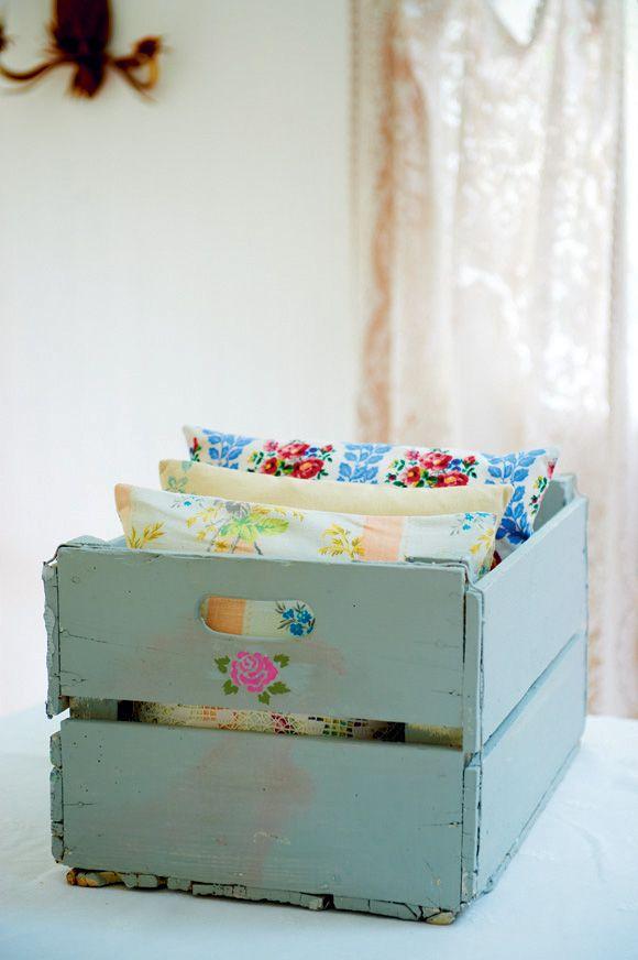 DIY : vintage painted crate / Vintage Craft by Pearl Lowe