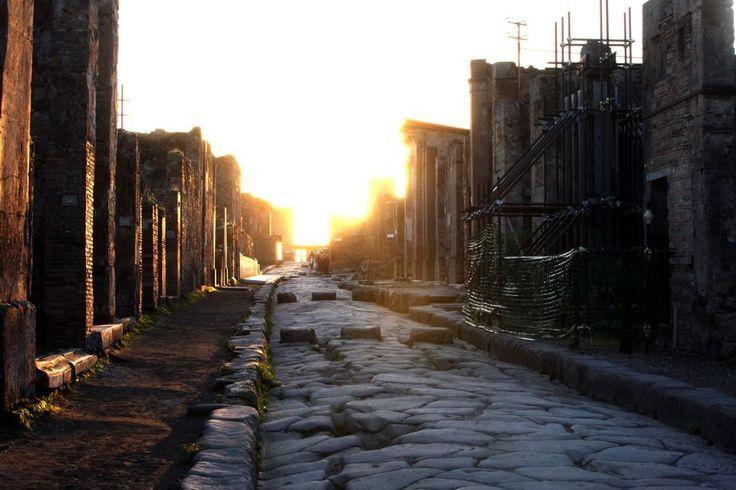 Pompeia, Itália. Foi uma importante cidade do Império Romano, mas foi devastada pela erupção do vulcão Vesúvio em 79.