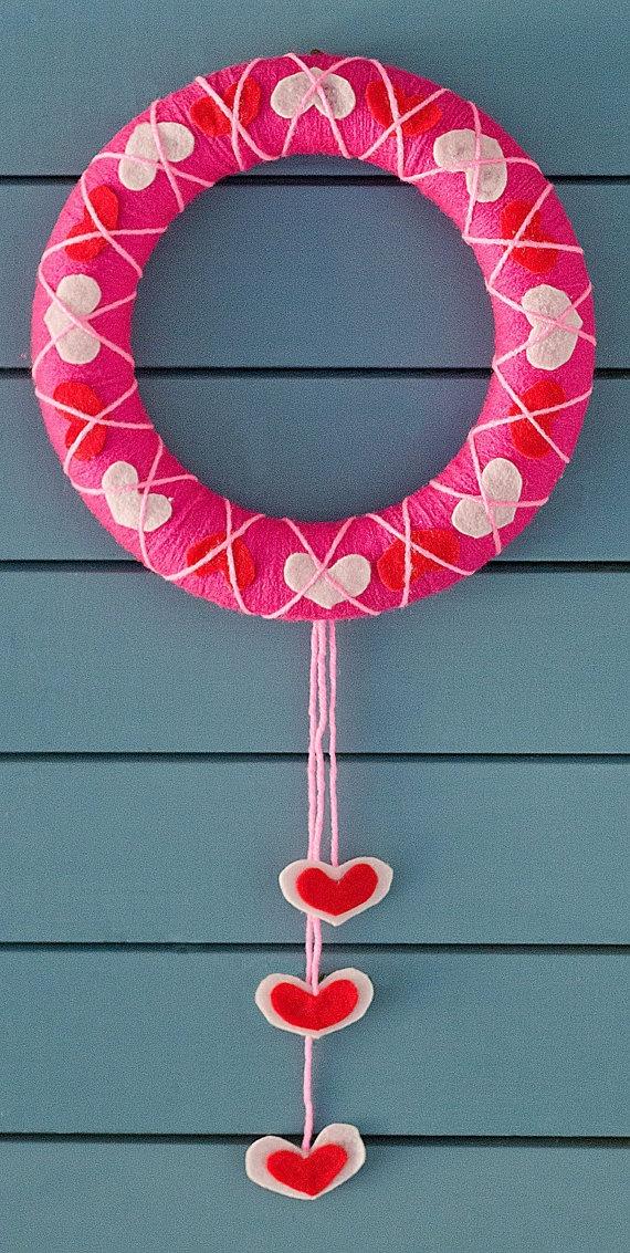10 inch Valentines Day Yarn Wreath by TheHappyWreath on Etsy