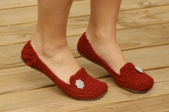 Maybe one day I will learn to crochet! Womens House Slipper PDF Crochet Pattern six by TwoGirlsPatterns