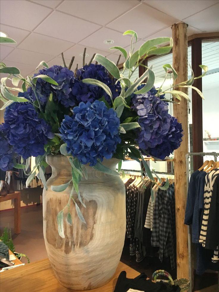 Prachtige nieuwe herfstcollectie van Silk ka. Deze pot met hortensia is verhuurd, maar kom gerust shoppen bij bellisimo in Naaldwijk (waar je Annefleurs kunt kopen) of online op www. Annefleurs.nl.