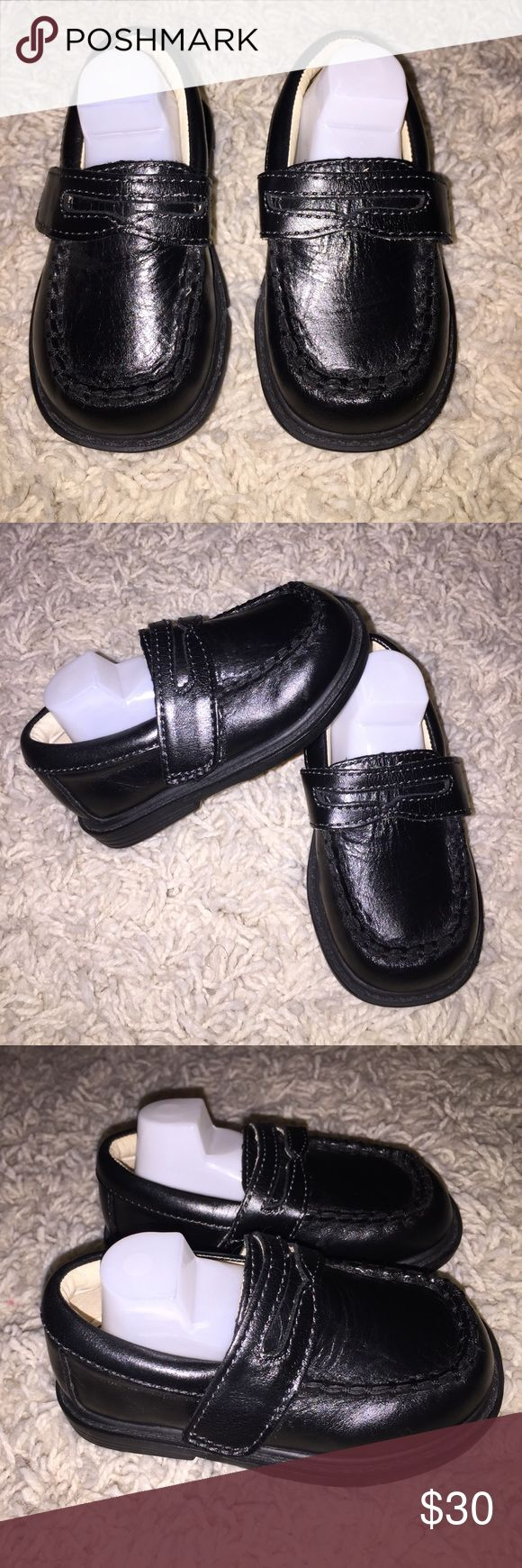 Adorable Pediped Black Loafers Adjustable Closure Adorable Pediped Black Loafers Velcro Adjustable Closure Euro size 20 US size 5. Perfect for the upcoming Holiday's! Genuine leather upper Breathable leather lining Flexible rubber sole Adjustable Velcro® closure Approved by the American Podiatric Medical Association for promoting healthy foot development pediped Shoes Dress Shoes
