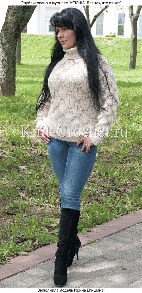Связанный на спицах женский ажурный свитер размера 46-48.