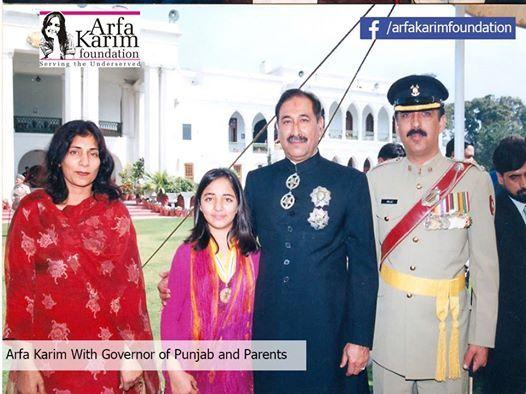 Chairperson Arfa Karim Foundation Mrs Samina Amjid , Arfa Karim, Governor of Punjab Gen (R) Khalid Maqbool and CEO Arfa Karim Foundation Lt.Col (R) Amjid Karim Randhwa.
