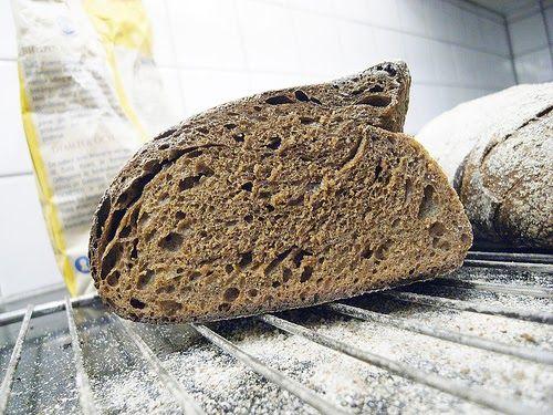 Jag kunde inte riktigt släppa det här med vörtlimporna. Brödet som jag bakade enligt Jan Hedhs recept i går var redan vid morgonens fruko...