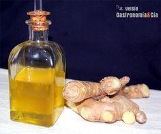 El aceite de jengibre es un aderezo que puede combinar muy bien con distintos platos, con él podemos hacer vinagretas o aliñar ensaladas directamente, emulsionar salsas, aderezar pescados y ceviches, dar un toque de sabor con unas gotas en un puré o en las cremas de verduras, legumbres, etc.Hacer aceite de jengibre es muy sencillo, y podremos conservarlo en el frigorífico varias semanas, no podemos concretar cuántas porque cada vez que lo hacemos, solemos consumirlo en poco tiempo.Puedes…