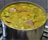 Goed gevulde Erwtensoep overheerlijk en makkelijk! Lekker met rijst en Sambal!  Hahaha thats my Indo Side talking:)