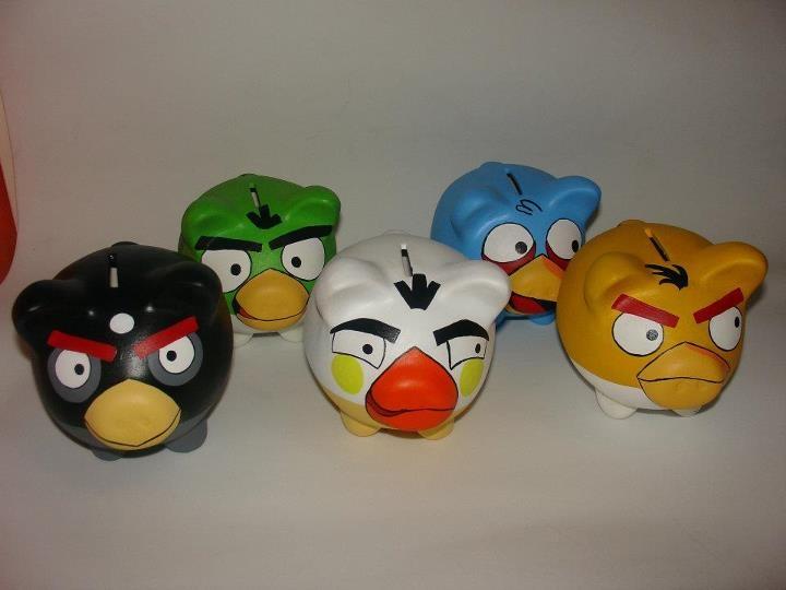 Aqui las alcancias plasmados en uno de los personajes mas famosos los Angry Bird