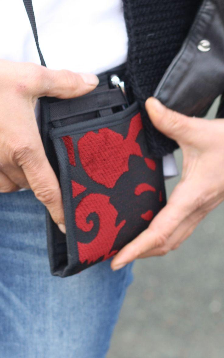 Ti Sac Velours Rouge - Collect. 2017 [EN] A small patented clutch with a red velvet texture, safe, minimal, clever [FR] Un petit sac breveté pratique en velours rouge, intelligent, au quotidien, sécuritaire #MadeInFrance #velvet #clutch #minimal #petit_sac #velours More> https://www.tisac.shop