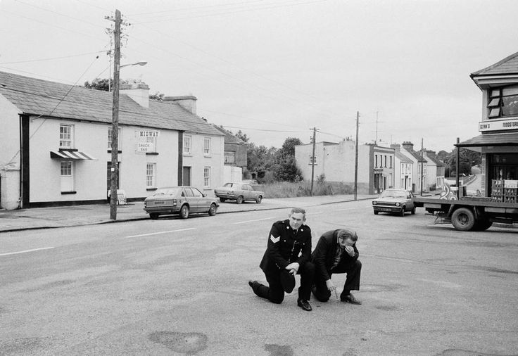 IRELAND. Williamstown. County Galway. Corpus Christi. A large crowd is kneeling in the square saying mass. 1983.