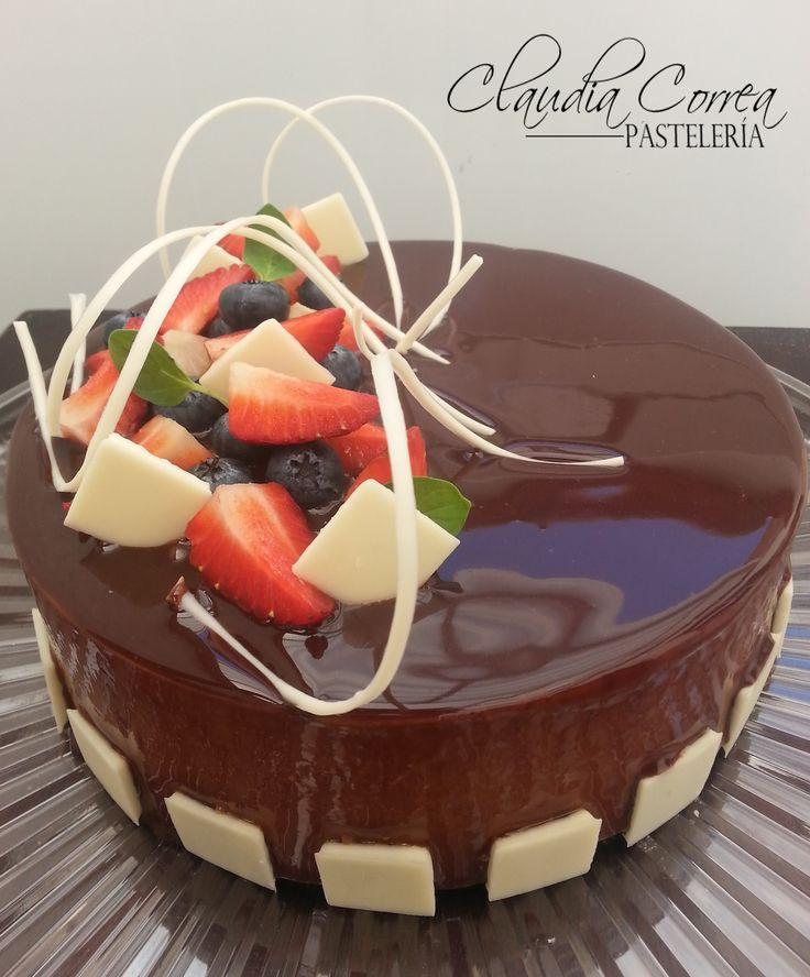 Entremet....chocolate, caramelo y crema de avellanas.