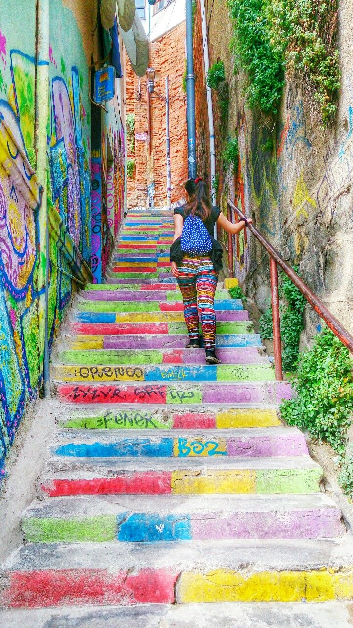 @makiavelica my girlfriend go up the stairs in cerro alegre :D