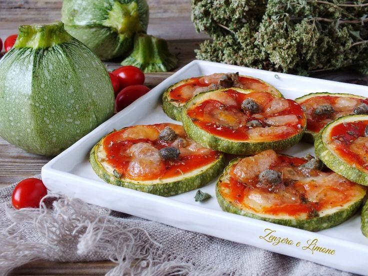 Nemmeno un goccio di olio in queste gustose pizzette di zucchine. Perfette per una cena informale tra amici o come stuzzichino. Si preparano senza difficol